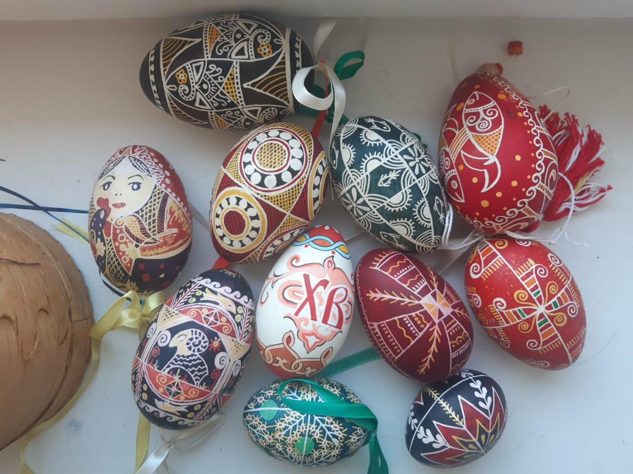 фото Пасхальные символы, обереги для «гусиного племени» и украшения на ёлку: жительница Новосибирска более 10 лет расписывает яйца на заказ 3