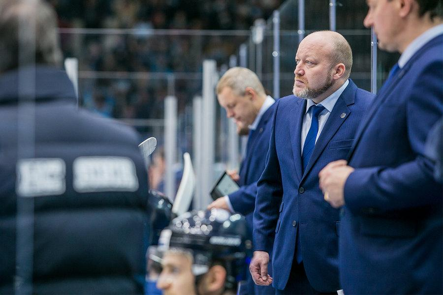 Фото У хоккейной «Сибири» – новый тренер: что известно об Андрее Мартемьянове и куда ушёл Николай Заварухин 3