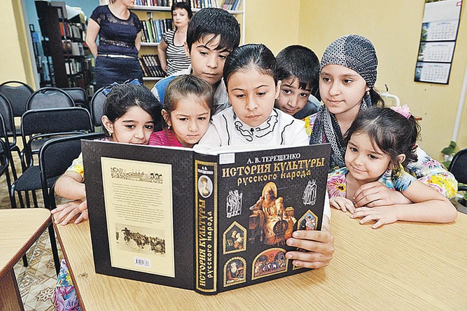 Фото «Научить ребёнка-мигранта математике и биологии – не то же самое, что научить его русской культуре и традициям»: эксперты о «мигрантских» школах в Новосибирске 2