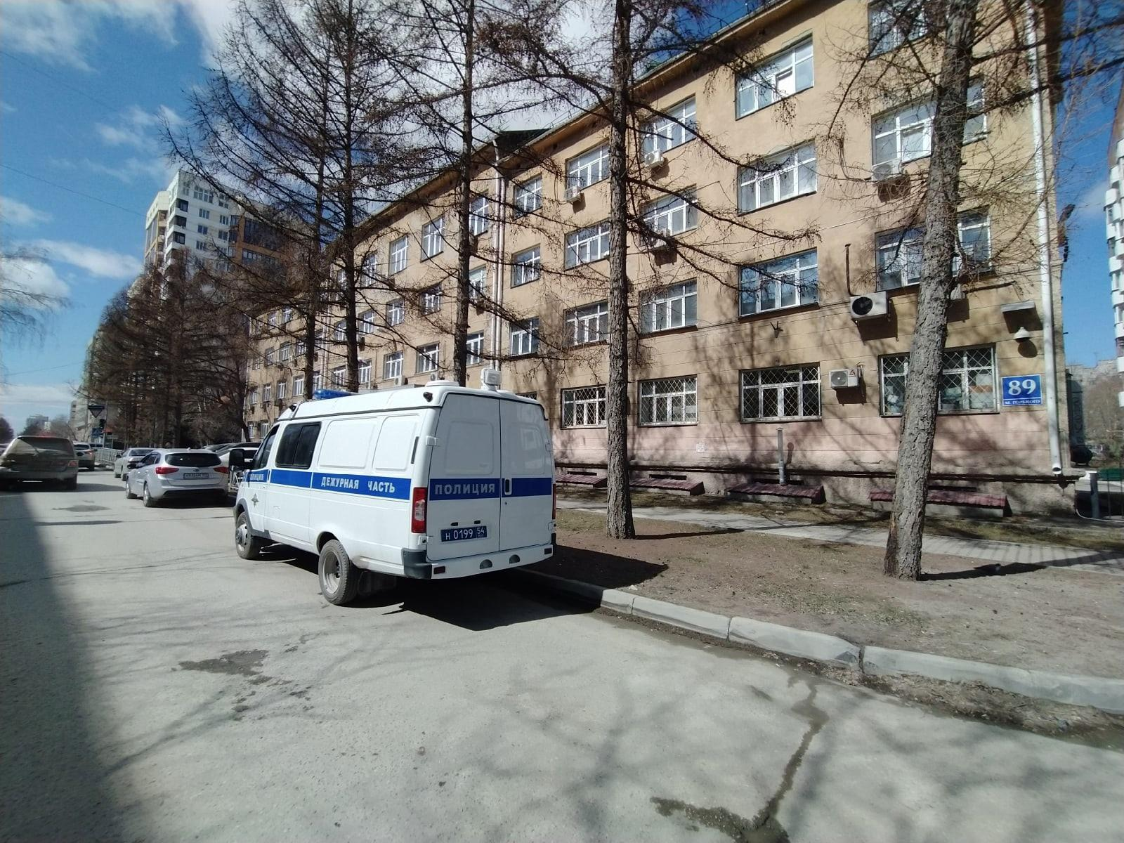 фото Появились фото с места смертельного задержания возле суда в Новосибирске 2
