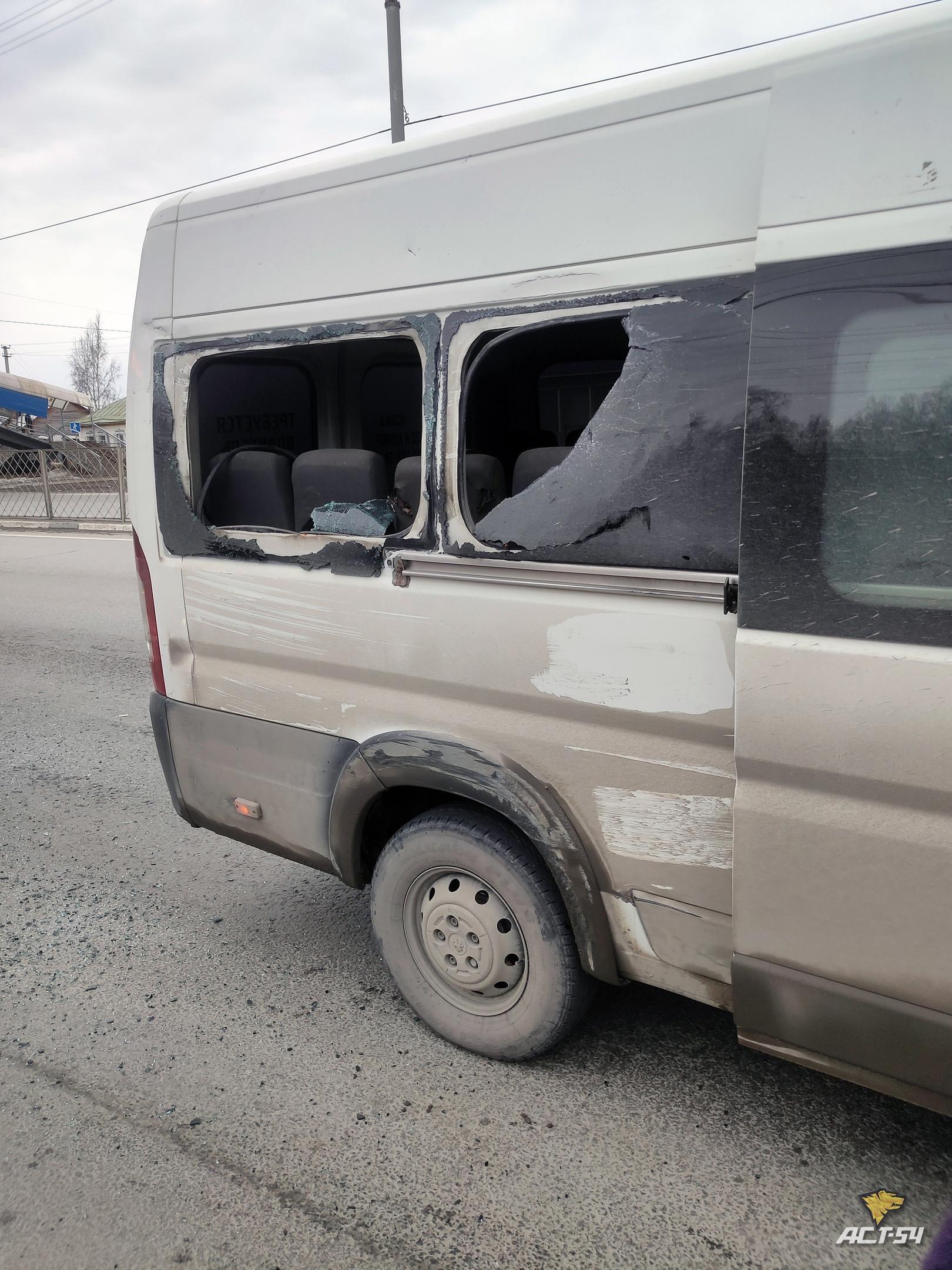 фото Автобус и маршрутка столкнулись в Новосибирске 2