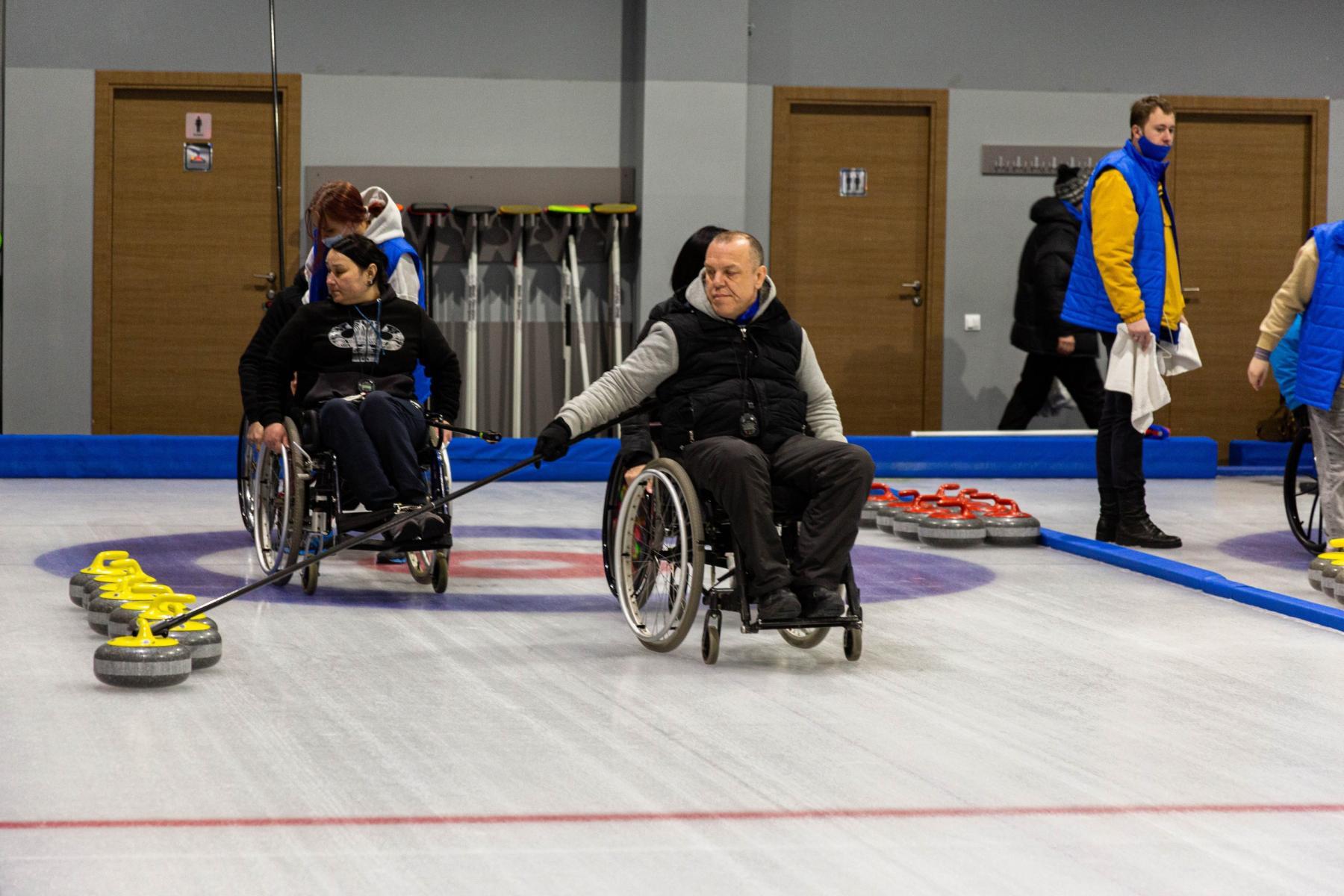 фото В Новосибирске прошли первые соревнования по кёрлингу на колясках 4