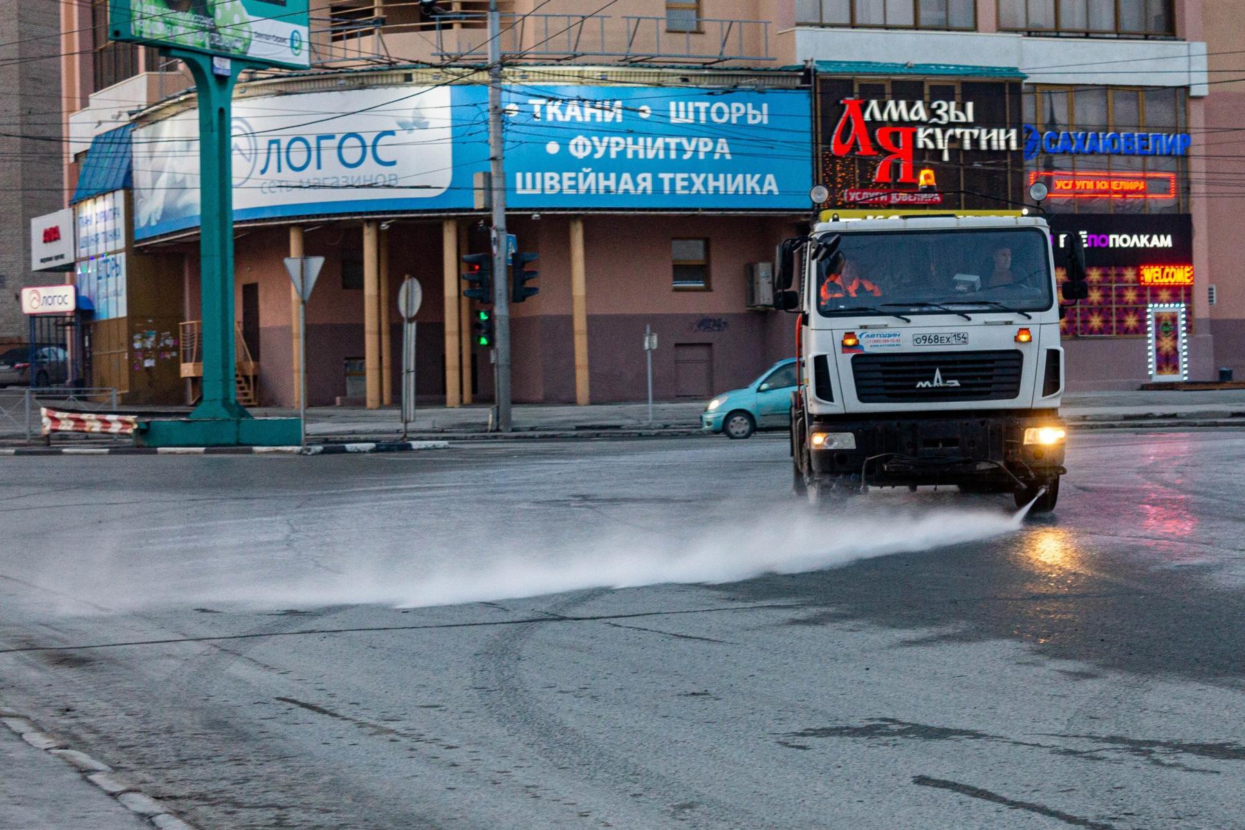 фото В Новосибирске приступили к уборке улиц шампунем «Бионорд» 2