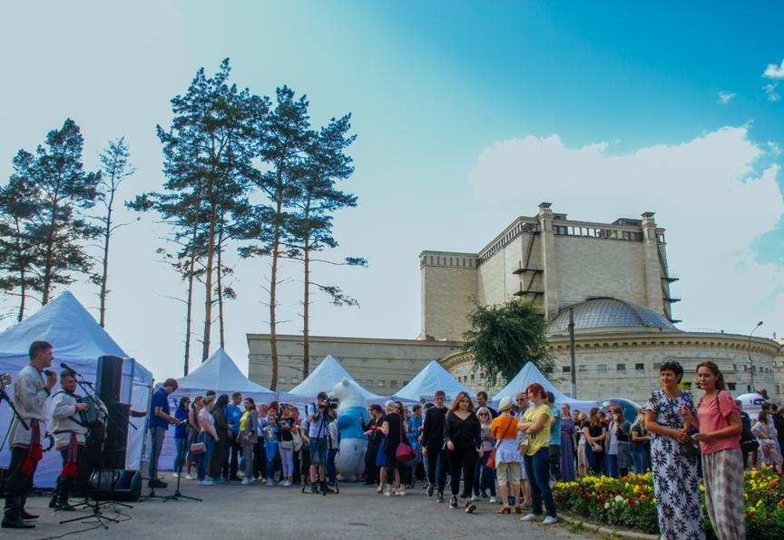 Фото Новосибирцы преобразили сквер за НОВАТом в рамках акции «Посади своё дерево» 3