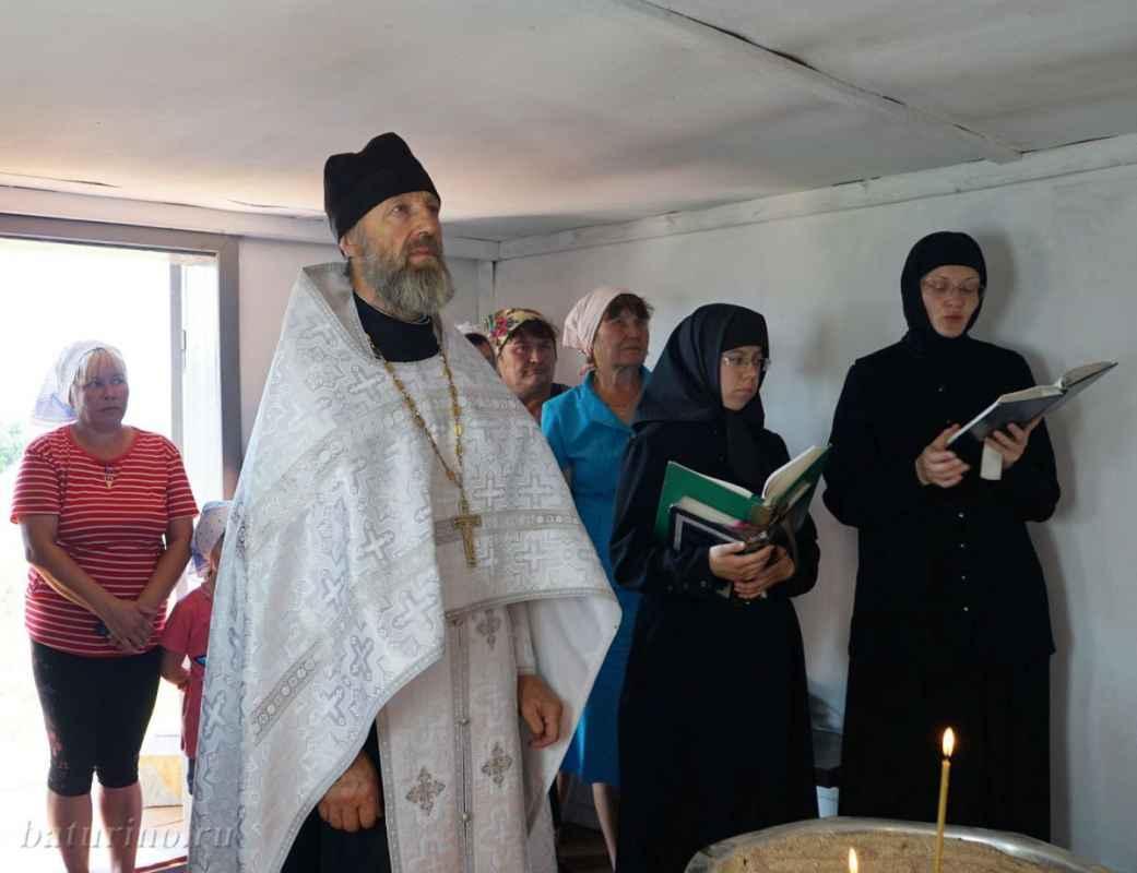 Фото Священники Сибири пытаются вылечить рак святой водой 2
