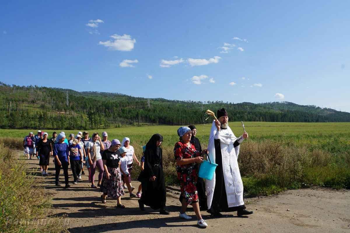 Фото Священники Сибири пытаются вылечить рак святой водой 3