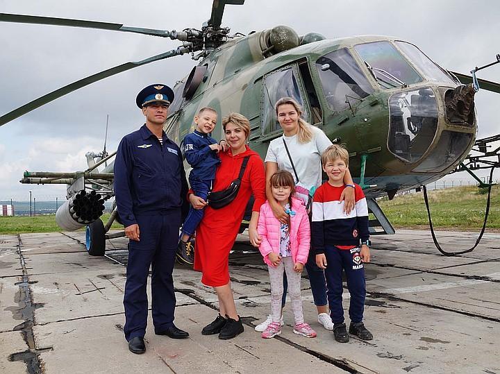 Фото ДЦП не помеха: юный иркутянин почувствовал себя пилотом вертолёта 2