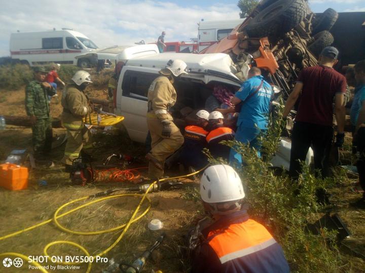 фото Пункт назначения: водитель лесовоза устроил ДТП на сибирской трассе 3