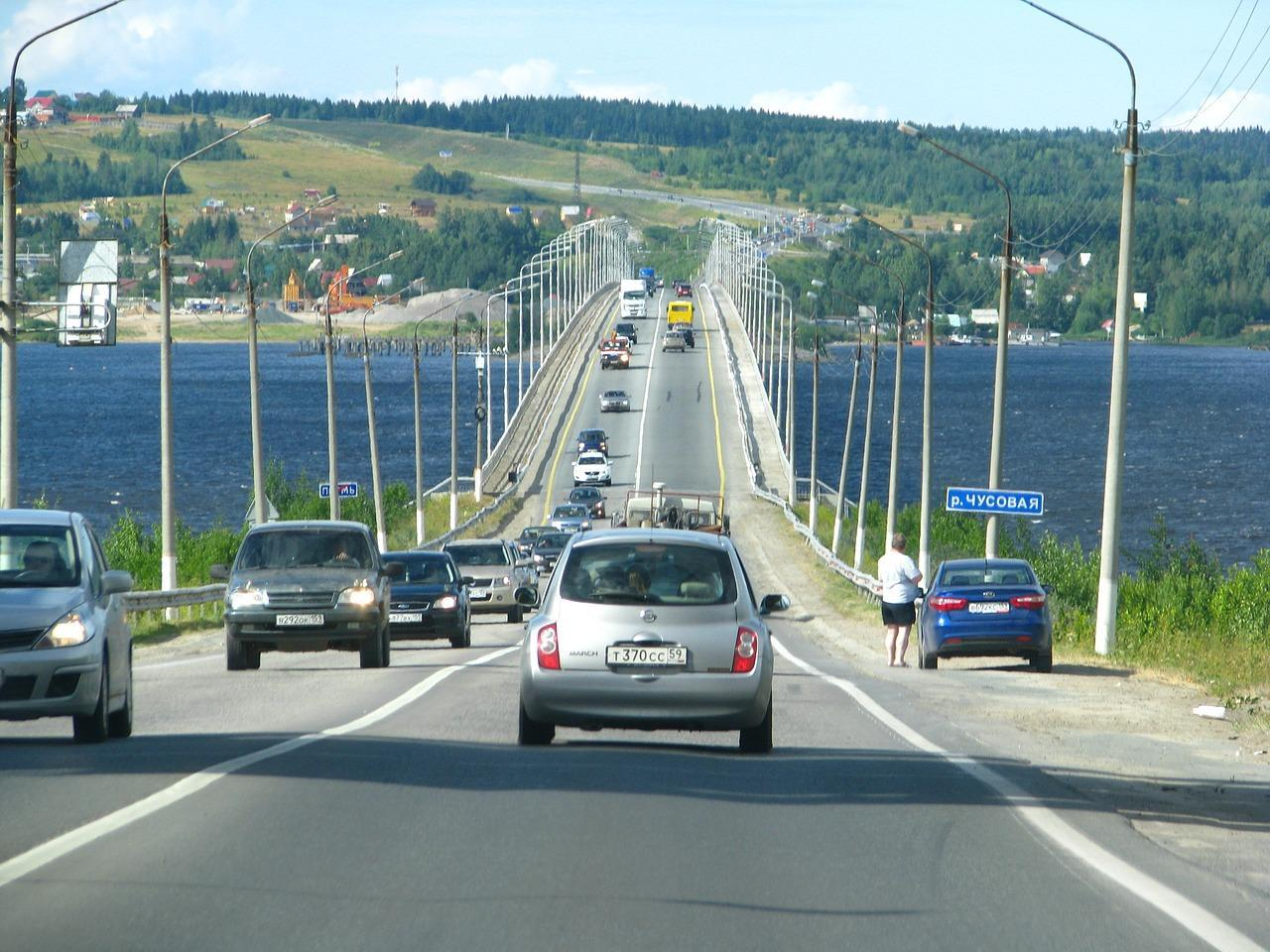 Фото Отказ от ОСАГО из-за дороговизны: россияне предпочитают фальшивую страховку или её отсутствие 3