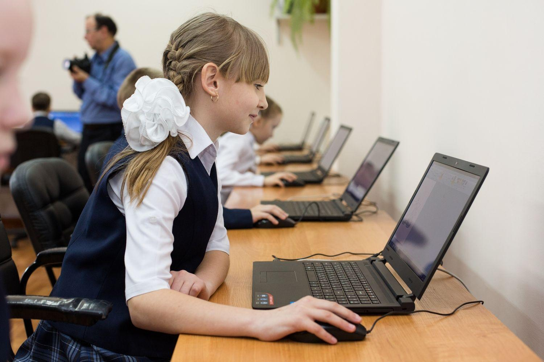 Фото Нуждающихся школьников и учителей будут обеспечивать компьютерами 2