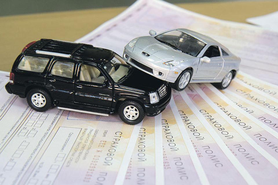 Фото Отказ от ОСАГО из-за дороговизны: россияне предпочитают фальшивую страховку или её отсутствие 2