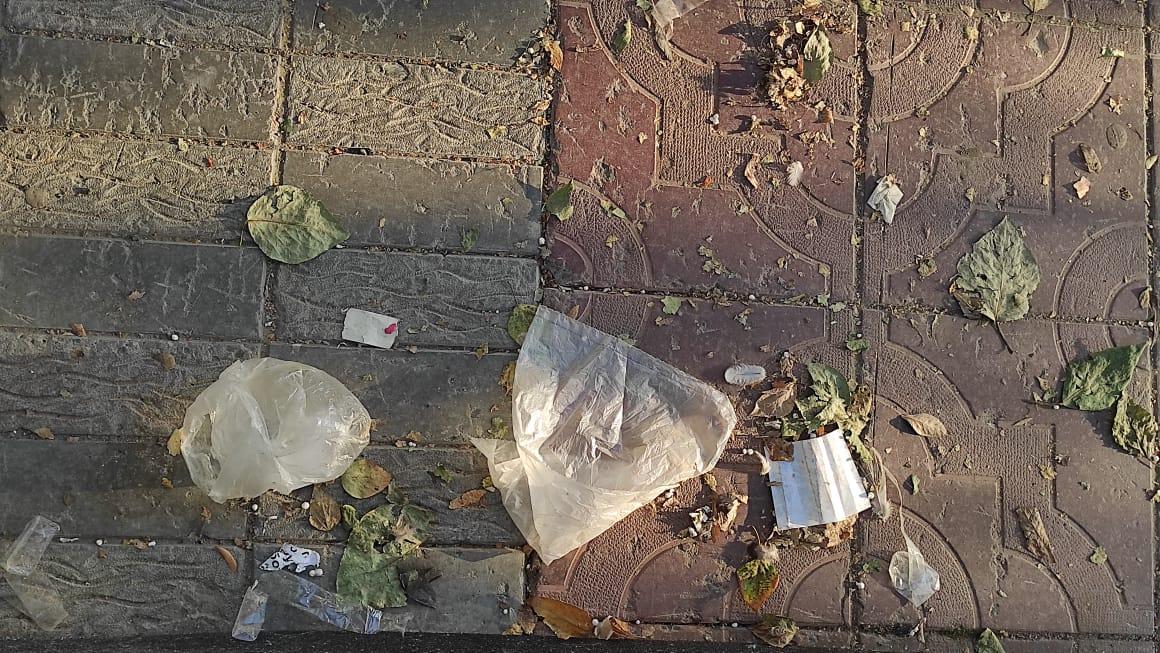 фото «Район в какой-то колхоз превратился»: жители пожаловались на мусор в центре Новосибирска 2