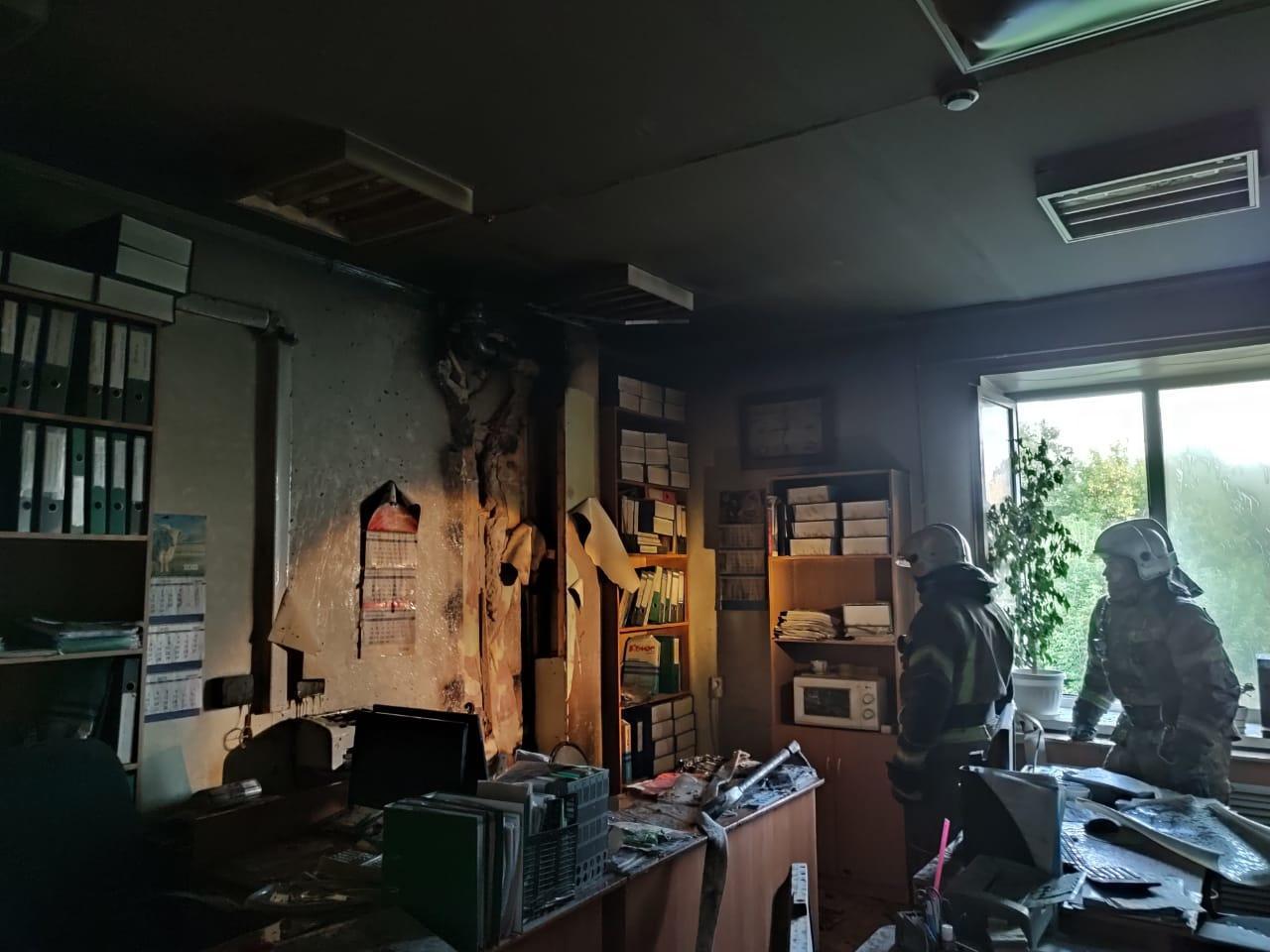 Фото В Новосибирске загорелась детская клиническая больница № 1 2