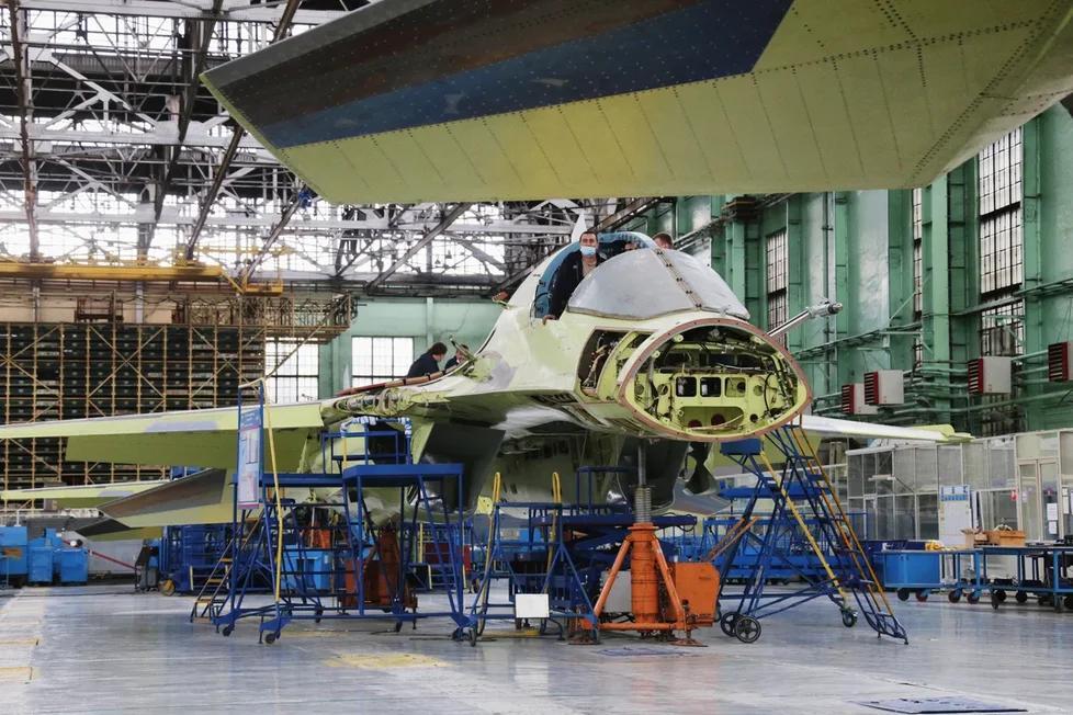 Фото Шойгу проверил ход работ по тяжёлому беспилотнику «Охотник» в Новосибирске 2