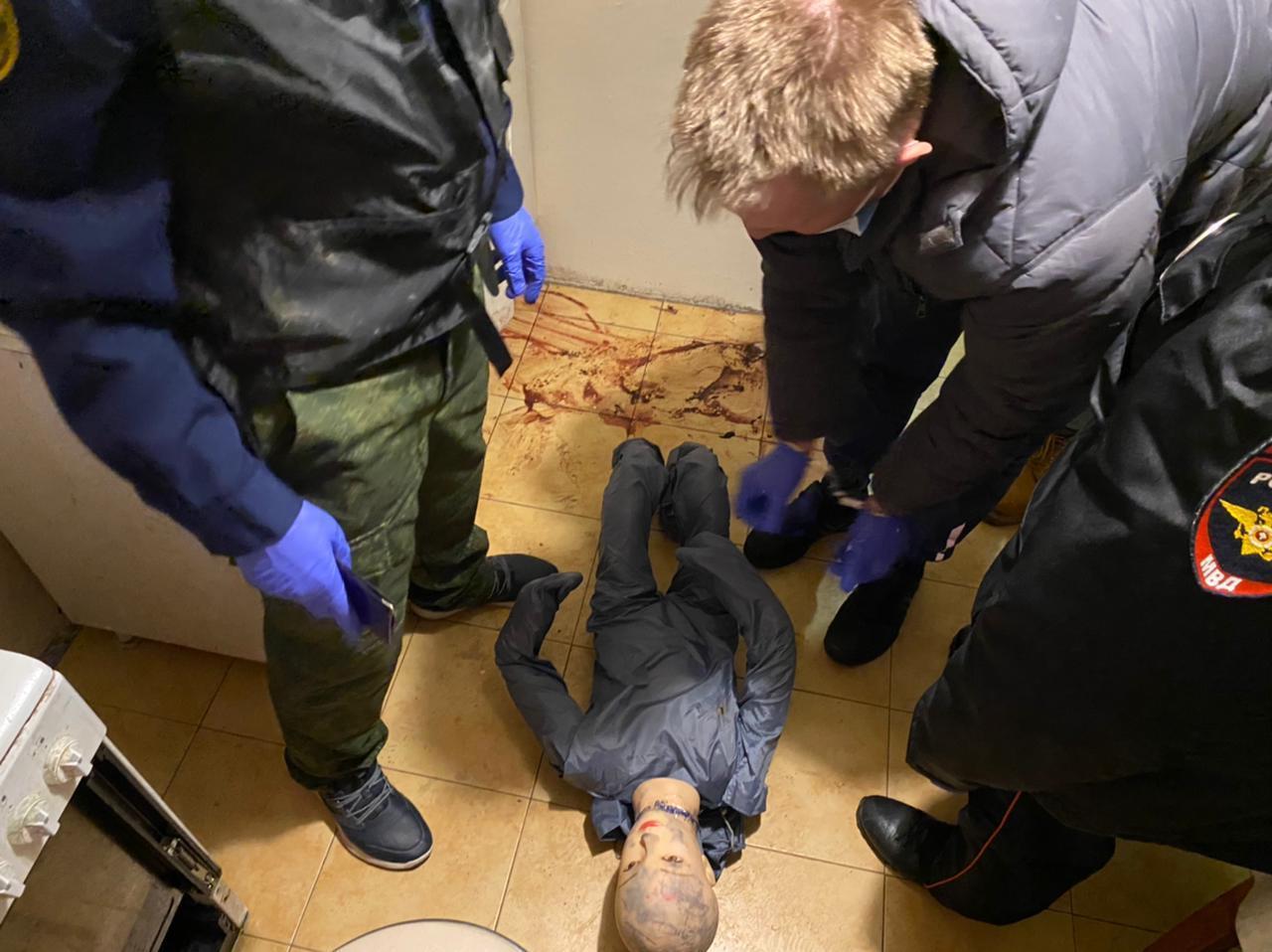 Фото Убил вешалкой, швырнул головой об пол, замучил голыми руками: почему отчимы истязают неродных детей в Новосибирской области 5