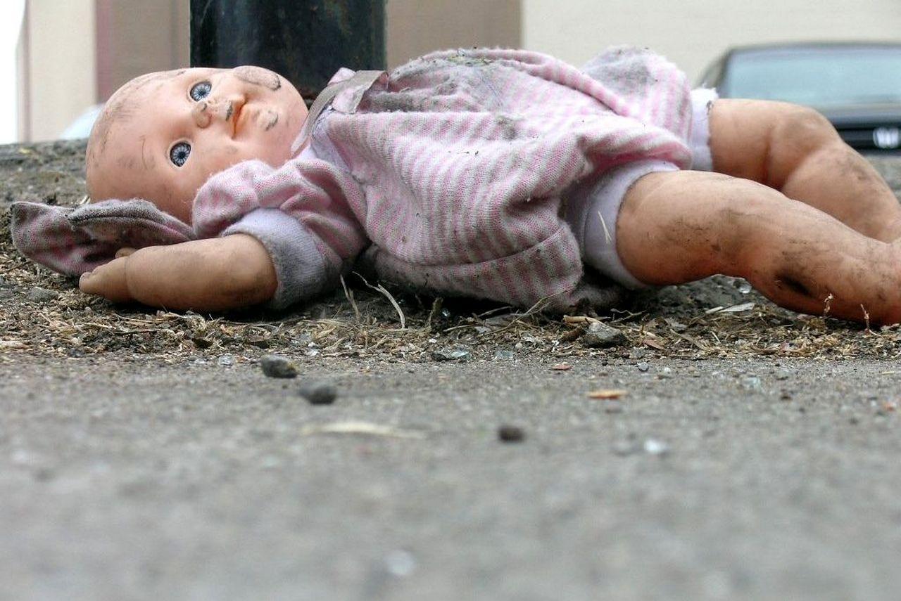 Фото Убил вешалкой, швырнул головой об пол, замучил голыми руками: почему отчимы истязают неродных детей в Новосибирской области 3