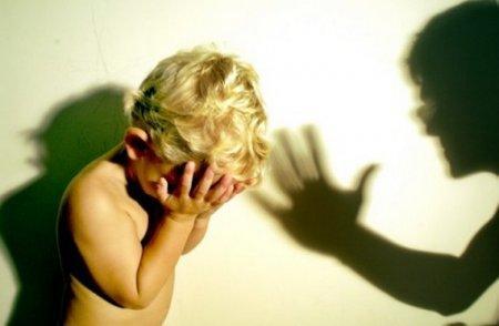 Фото Убил вешалкой, швырнул головой об пол, замучил голыми руками: почему отчимы истязают неродных детей в Новосибирской области 6