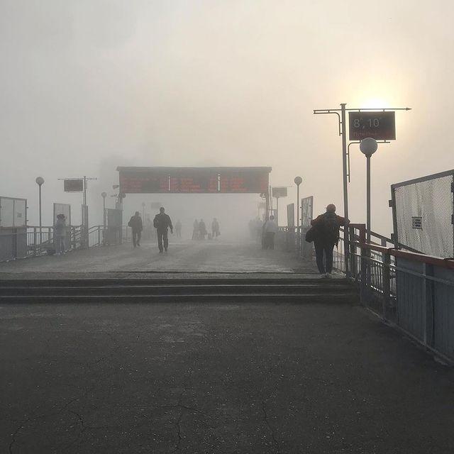Фото Густой туман опустился на левобережье Новосибирска утром 15 августа 2