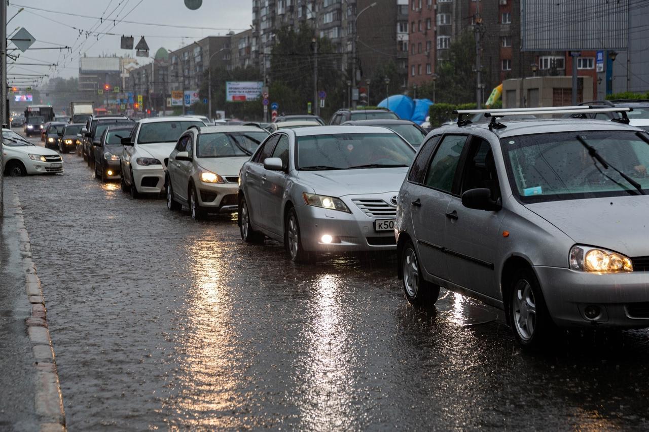 Фото Затопило за 10 минут: что творится в Новосибирске после мощного ливня 4 августа 3