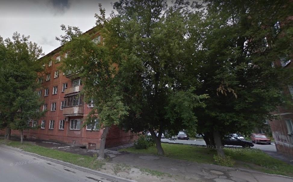 Фото «Соседи помогали спасти ребёнка»: 32-летняя мать выпрыгнула из окна из-за угрозы лишения родительских прав в Новосибирске 2
