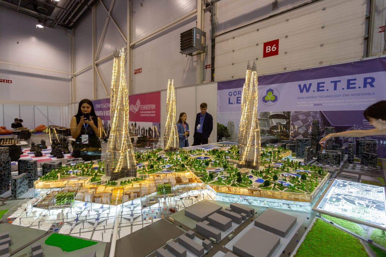 Фото Роботы с лазерами, самодельные спутники и растущая без воды микрозелень: что происходило на технологическом форуме в Новосибирске 4