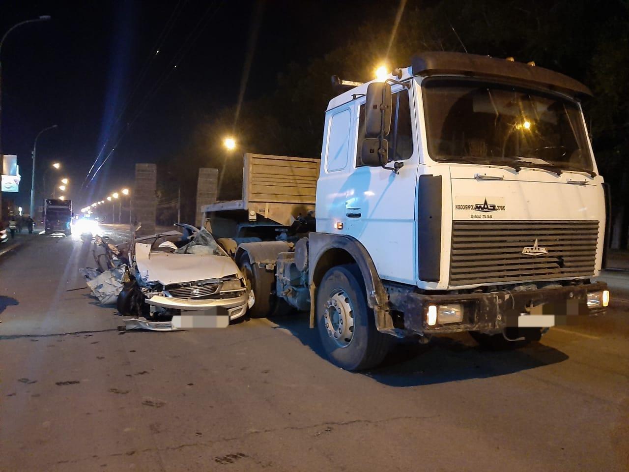 Фото 33-летний водитель Toyota погиб в ДТП с грузовиками Volvo и МАЗ в Новосибирске 2