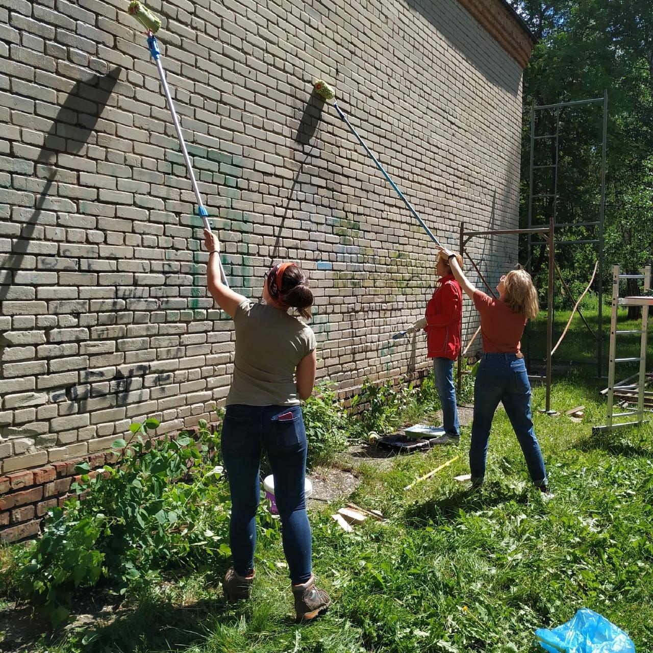 Фото «Вы делаете гетто из Академгородка»: что происходит с граффити художников в научном центре Новосибирска 5
