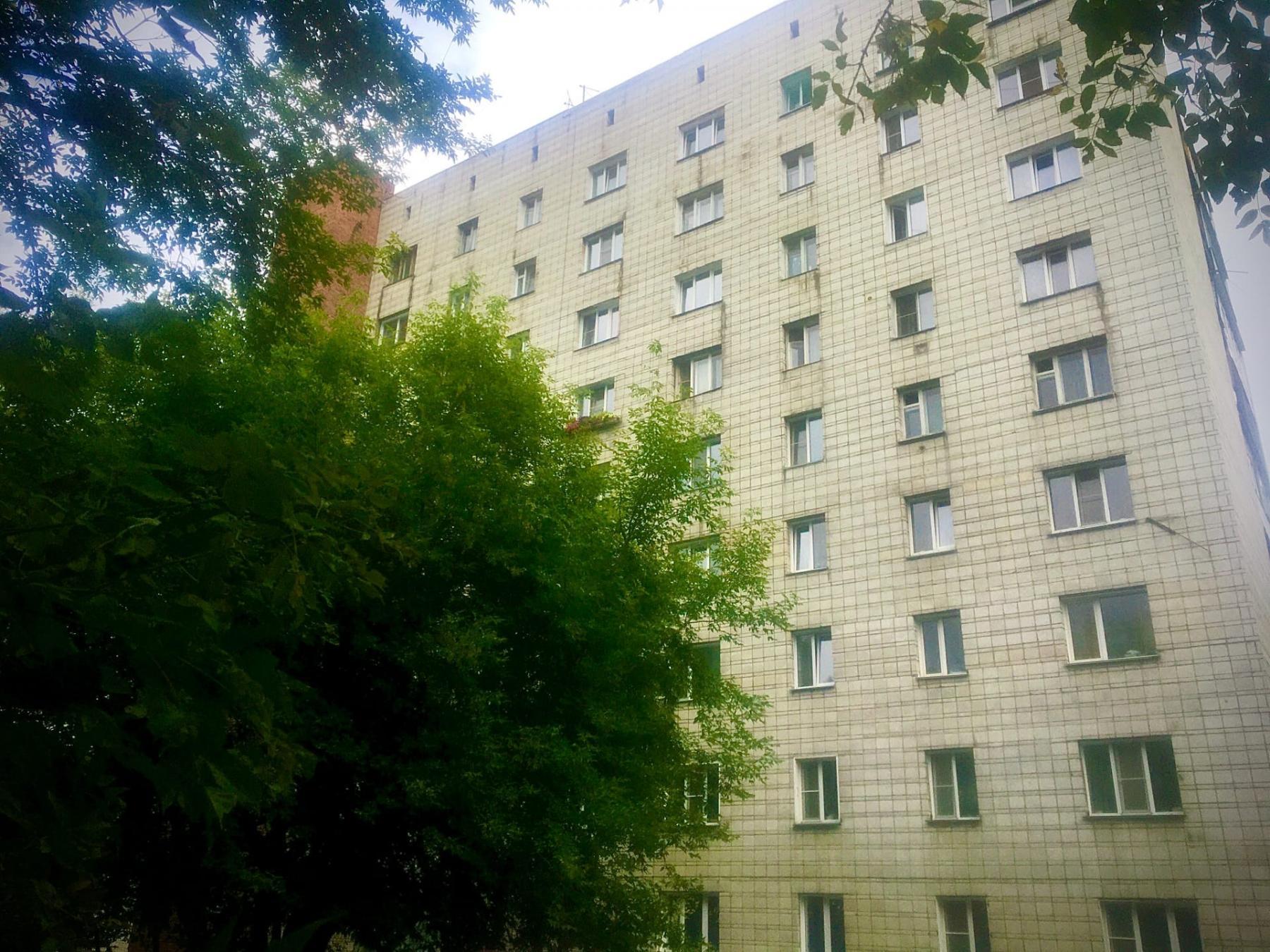 Фото «Он и раньше обстреливал окна соседей»: что известно о мужчине, который устроил стрельбу с балкона квартиры в Новосибирске 5