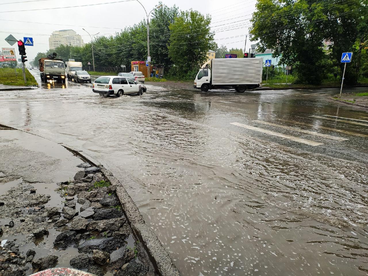 Фото «Сибирь – болото»: как жители Новосибирска реагируют на мощный ливень 3