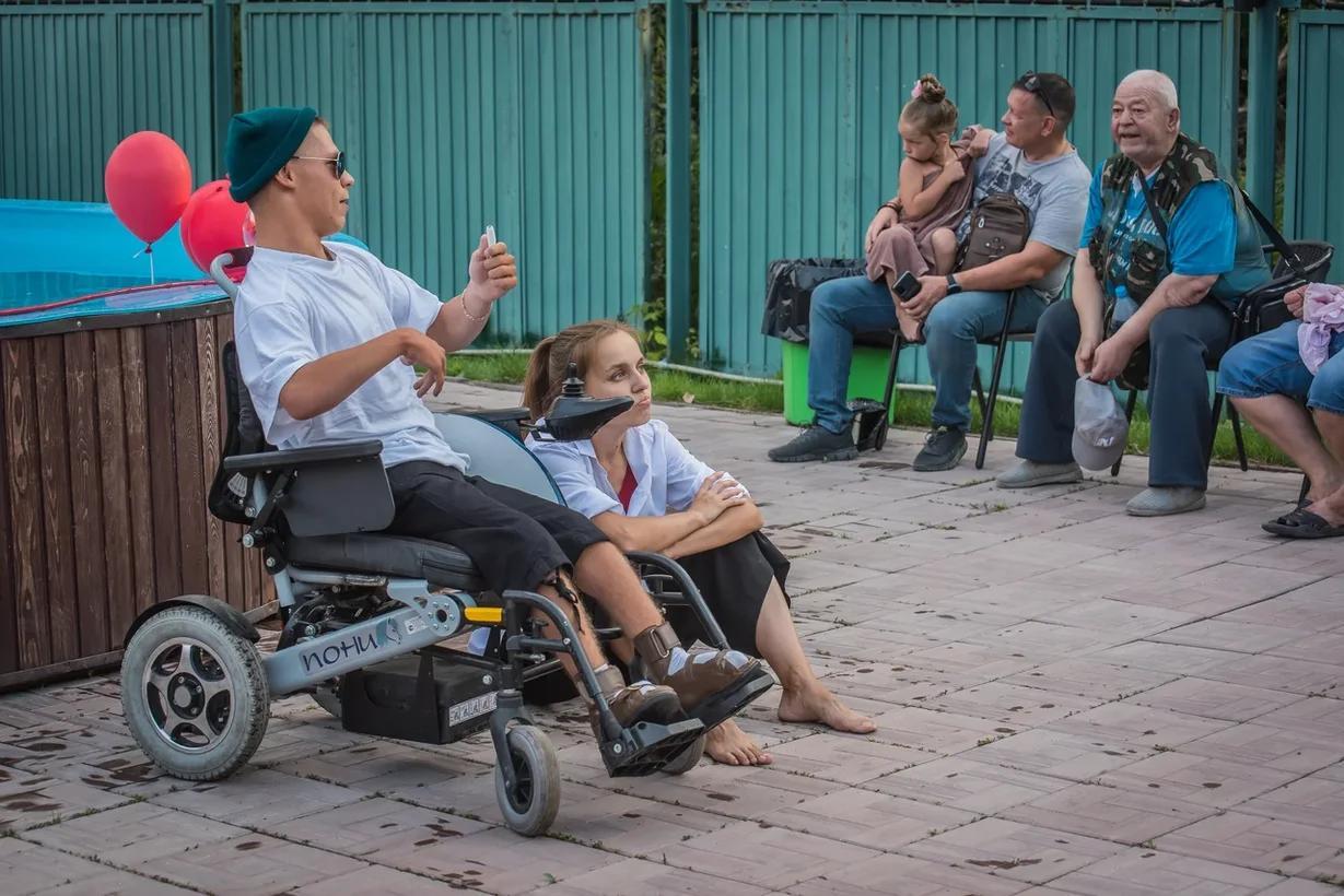 Фото Особенные рассказы: как прошёл первый спектакль нового инклюзивного проекта в Новосибирске 9