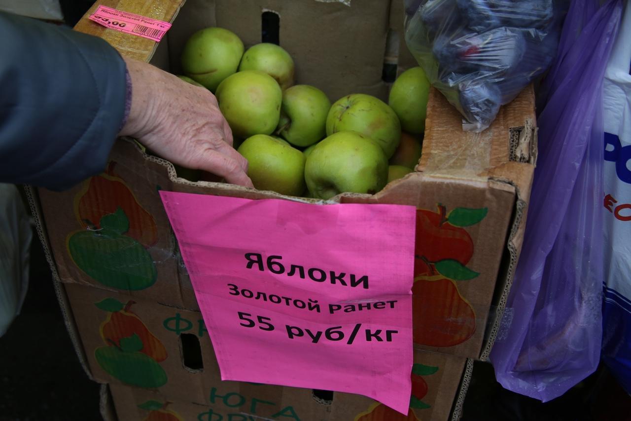 Фото Власти Новосибирска пообещали ежедневно изымать товар у нелегальных уличных торговцев 2