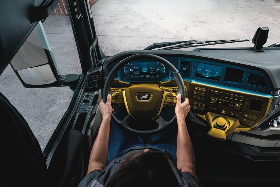Фото Экономичный, комфортный, надёжный: компания MAN представила в Новосибирске грузовик нового поколения 6
