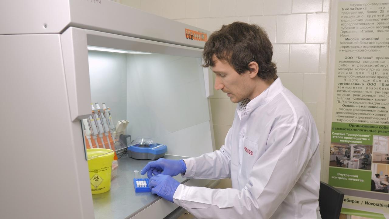Фото Новосибирский учёный Сергей Седых оценил эффективность пятой вакцины от COVID-19 «Аврора» 2