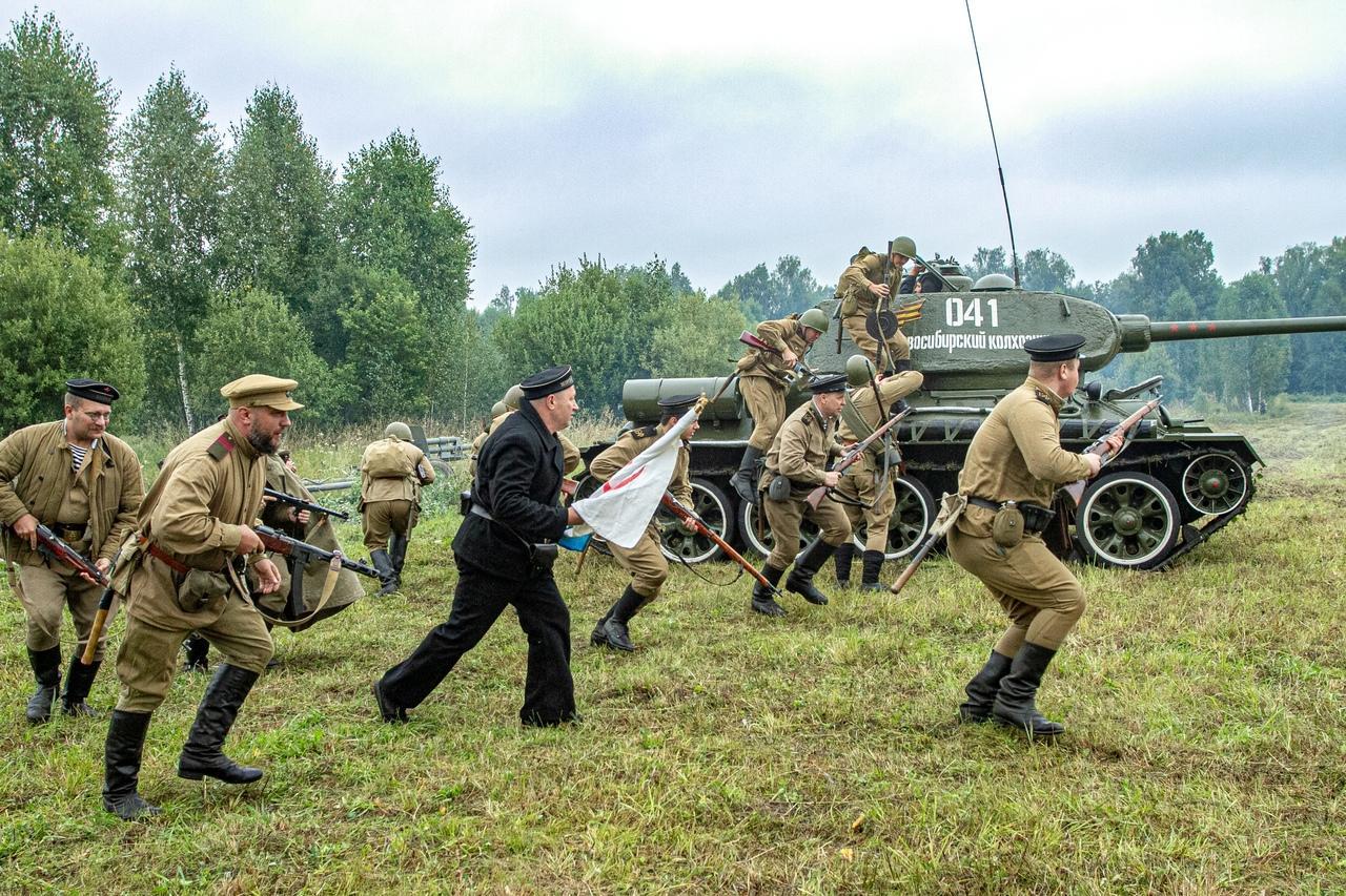 Фото Викинги и танки: лучшие фото фестиваля реконструкторов «Сибирский огонь – 2021» 10