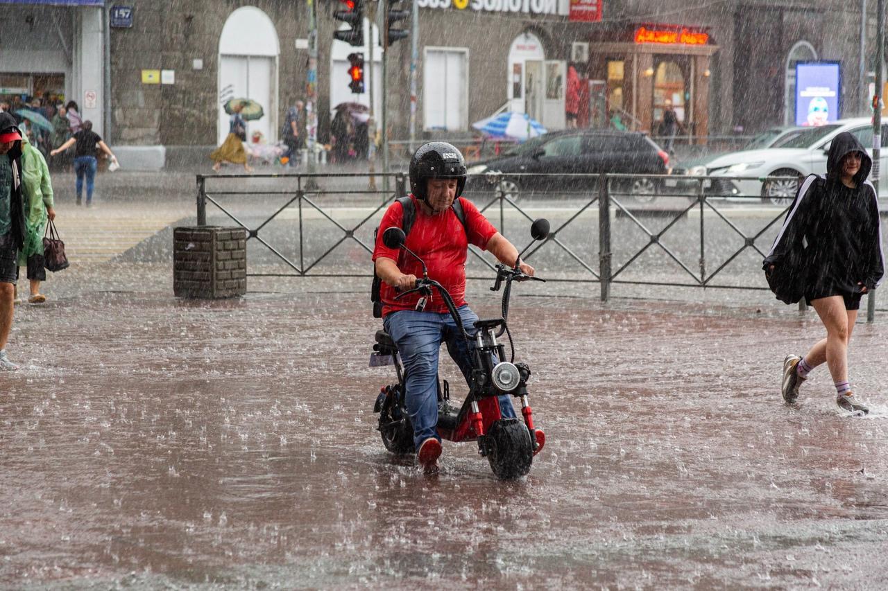 Фото Затопило за 10 минут: что творится в Новосибирске после мощного ливня 4 августа 5