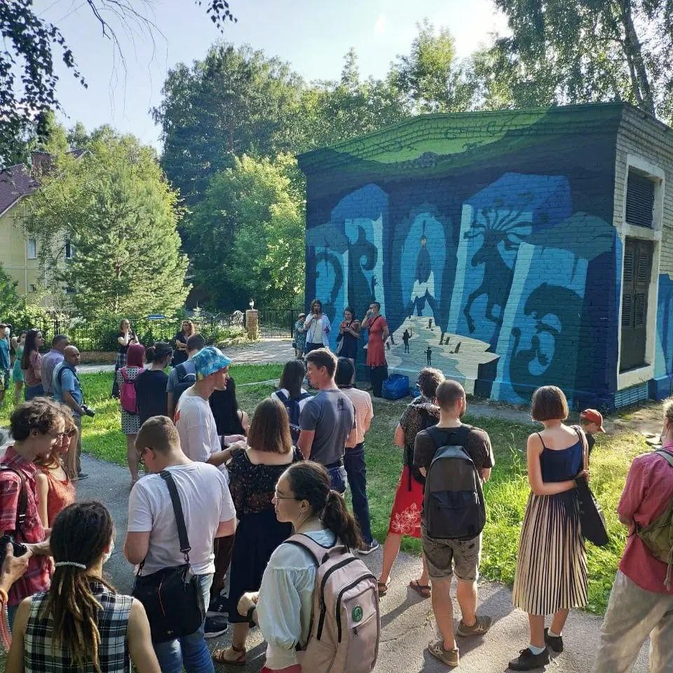 Фото «Вы делаете гетто из Академгородка»: что происходит с граффити художников в научном центре Новосибирска 4
