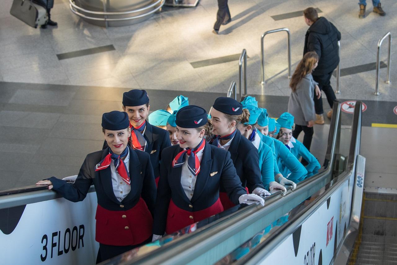 Фото С чем реально сталкиваются стюардессы – изнанка престижной профессии, ставшей секс-символом в глазах мужчин 2