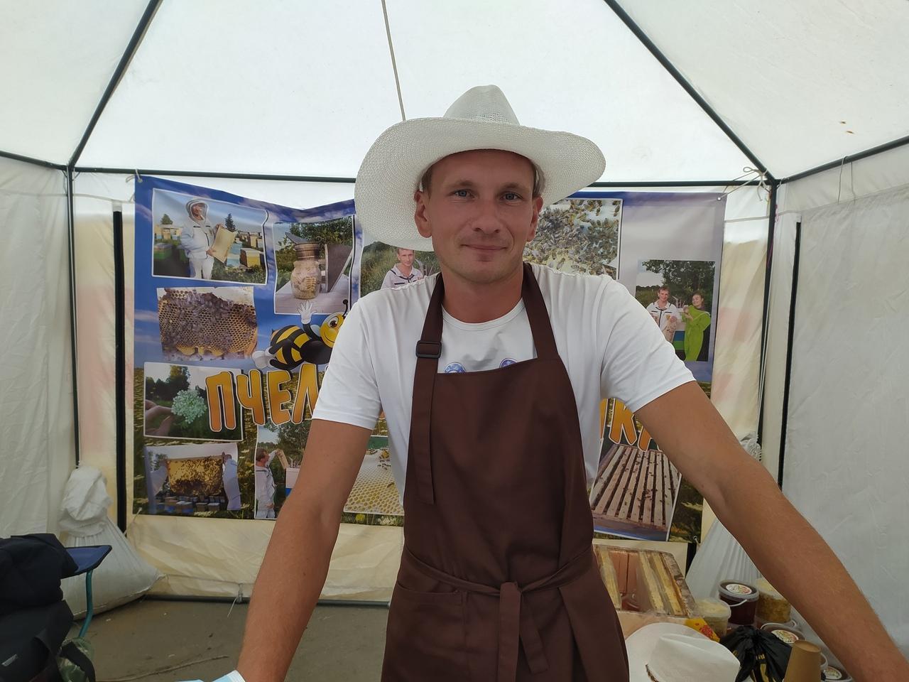 Фото Лизнуть и поставить на весы: в Новосибирске пасечники раскрыли секреты настоящего мёда 4