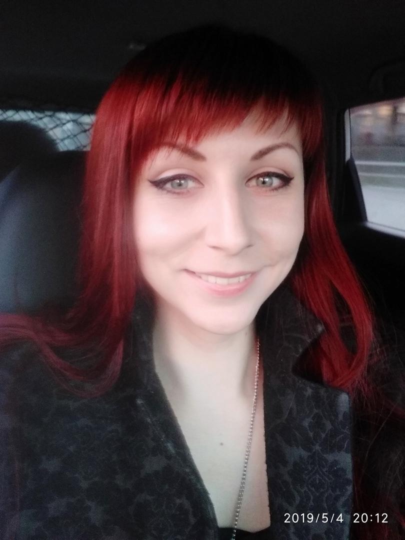 фото Девочки-павлины: Новосибирск захватывает мода на цветные волосы – зачем девушкам синие пряди и почему психологи только за 2