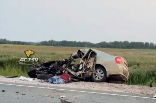 Фото Под Новосибирском 42-летний водитель Lifan погиб в ДТП с гружённой арбузами фурой 2