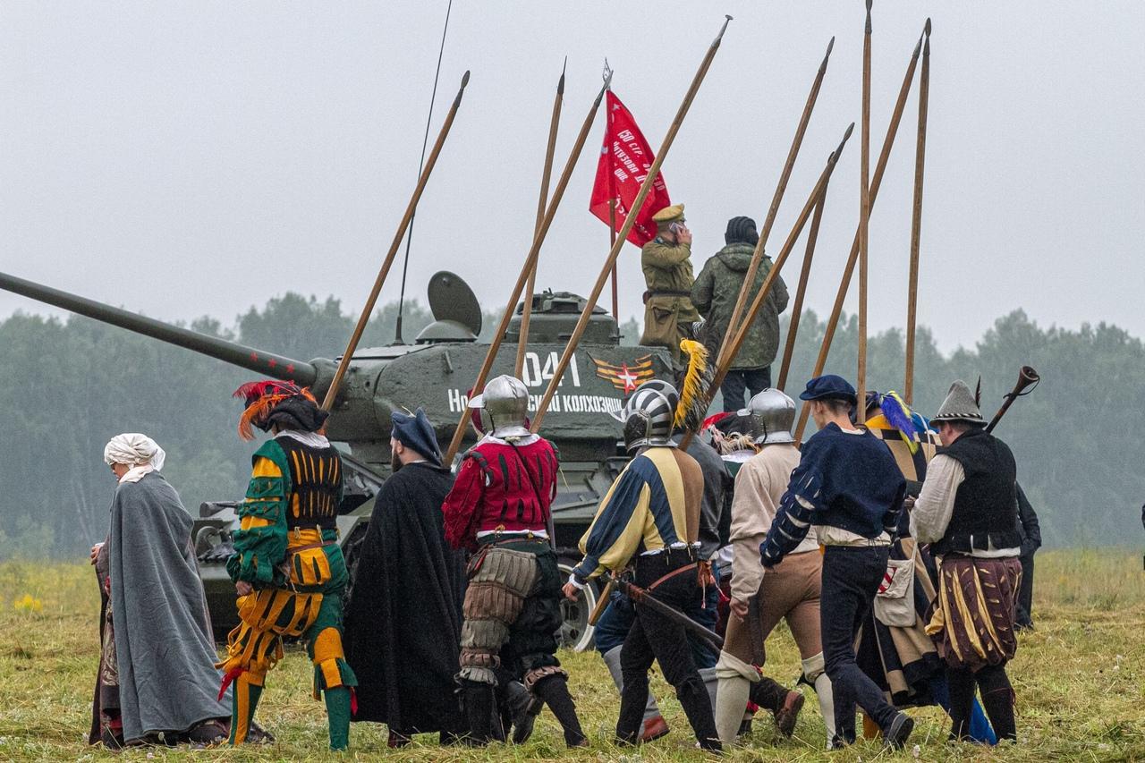 Фото Викинги и танки: лучшие фото фестиваля реконструкторов «Сибирский огонь – 2021» 11