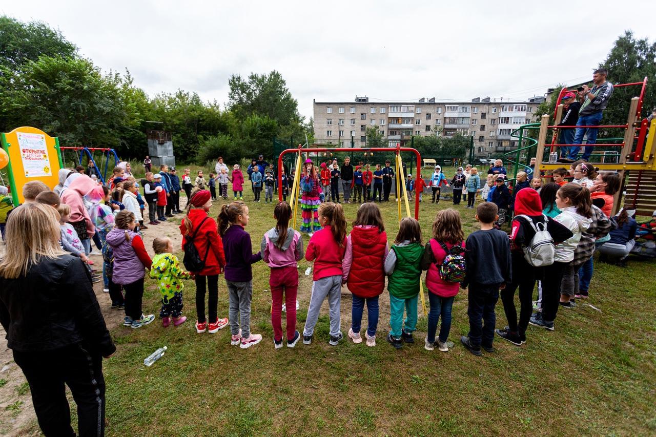Фото На улице Забалуева в Новосибирске открыли новую детскую площадку 4