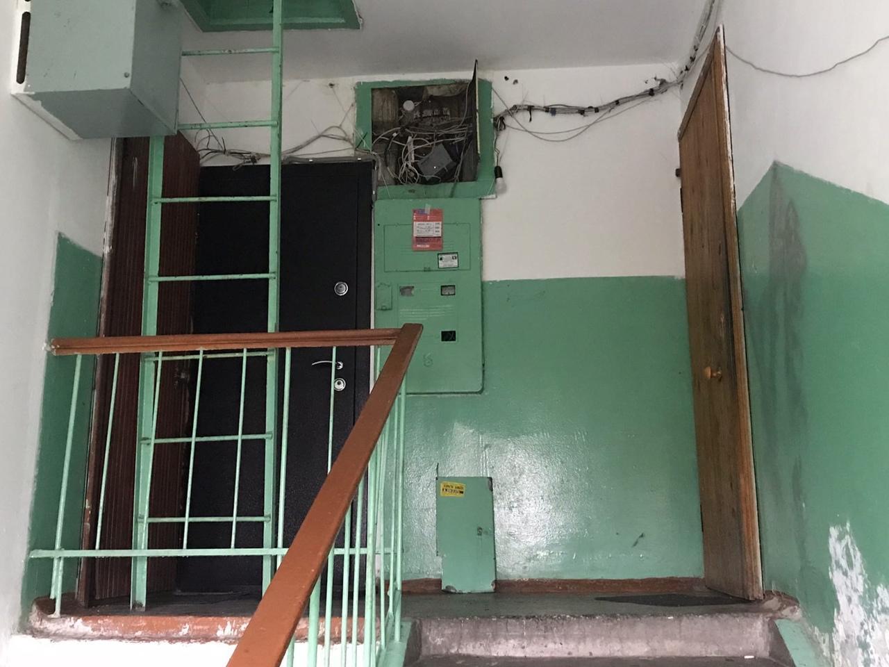 Фото «Соседи помогали спасти ребёнка»: 32-летняя мать выпрыгнула из окна из-за угрозы лишения родительских прав в Новосибирске 4