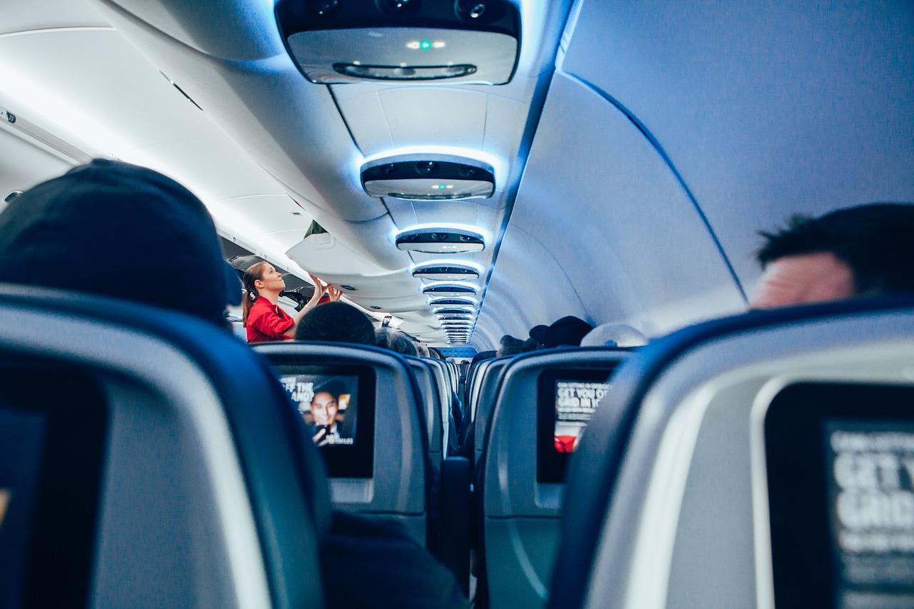 Фото С чем реально сталкиваются стюардессы – изнанка престижной профессии, ставшей секс-символом в глазах мужчин 3