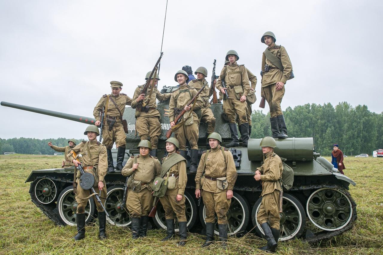 Фото Викинги и танки: лучшие фото фестиваля реконструкторов «Сибирский огонь – 2021» 16