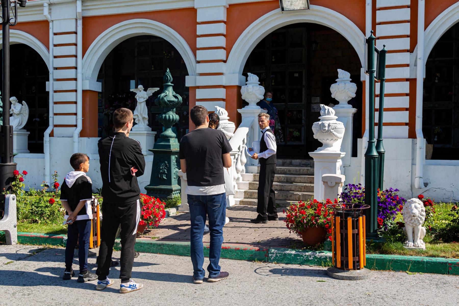 Фото «Сделайте так, чтобы он улыбался»: в ритуальном агентстве рассказали о ценах на ВИП-похороны в Новосибирске и самых необычных просьбах родственников 4