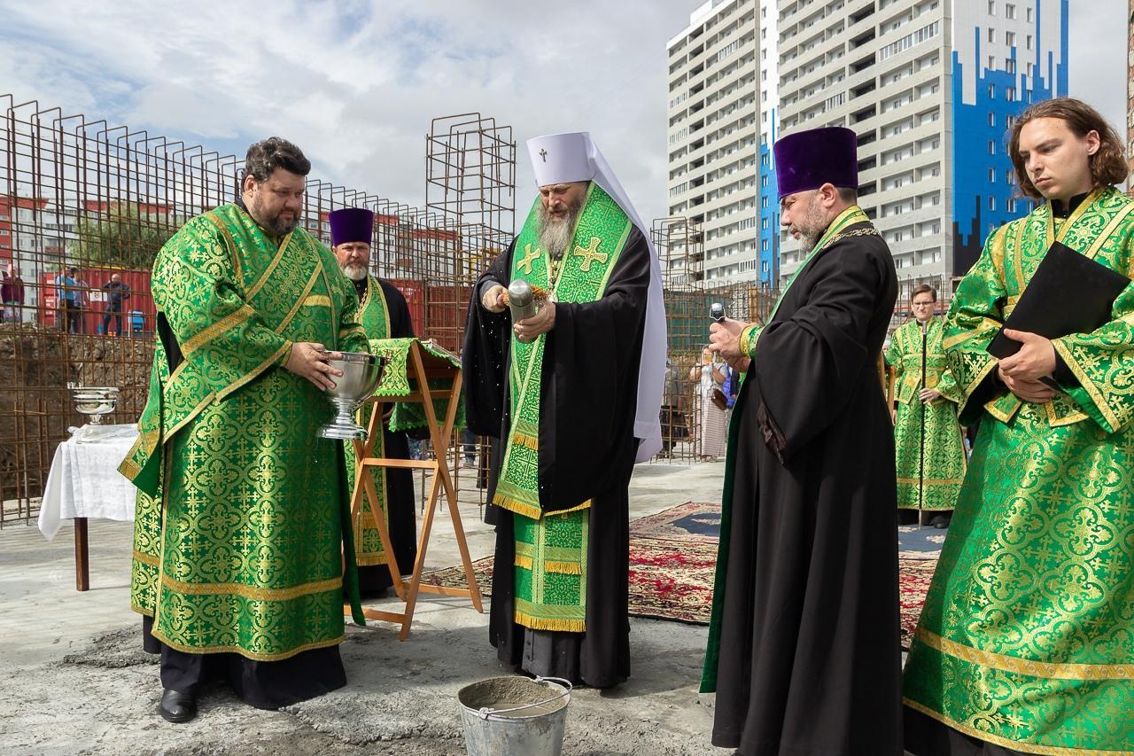 Фото Камень в основание нового храма заложили в Кировском районе Новосибирска 2