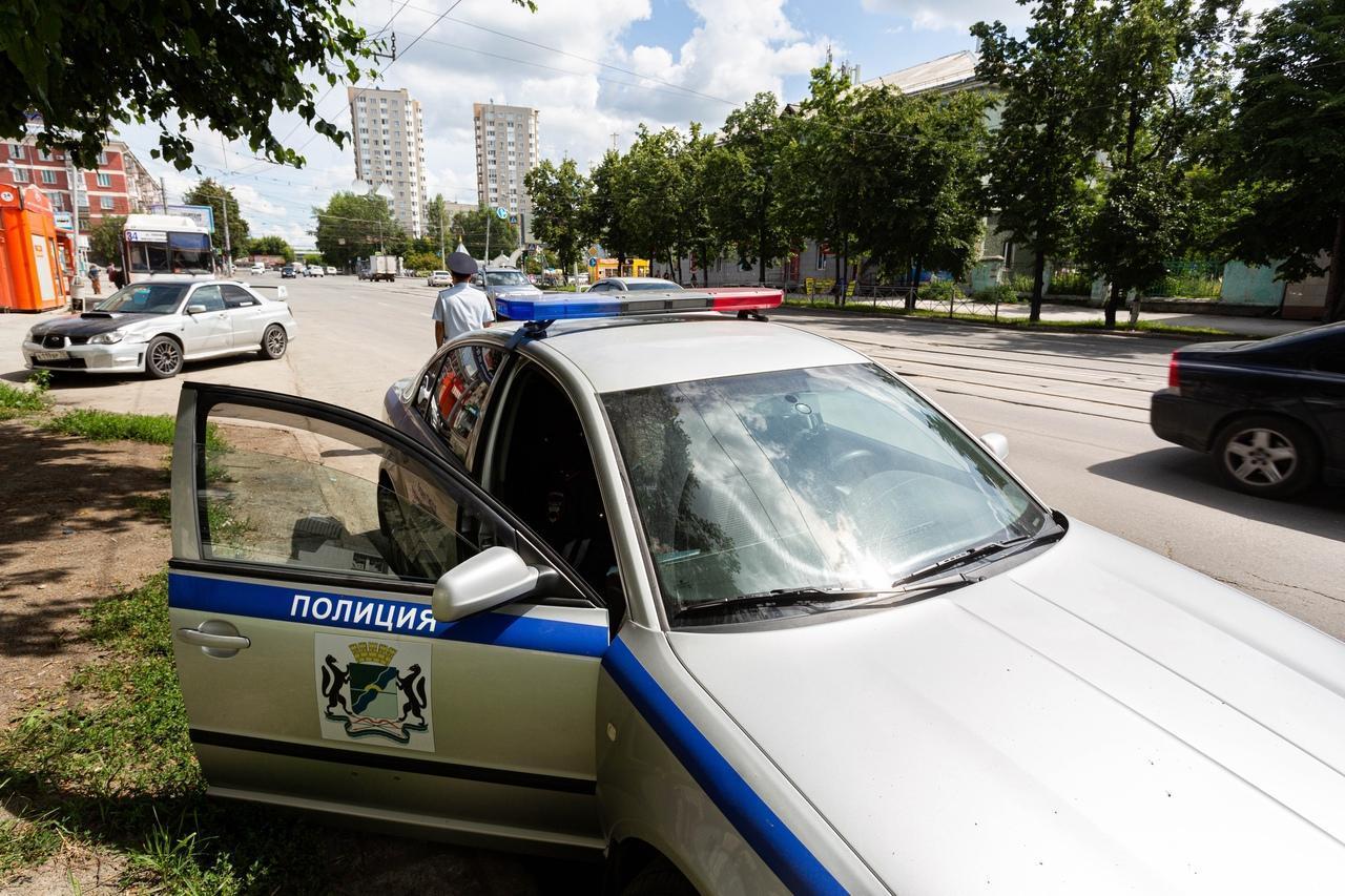 Фото «Я живу, а его больше нет»: новосибирского полицейского судят за ДТП, в котором погиб его напарник 4