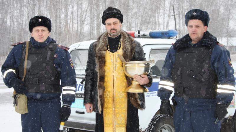 Фото Настоятель храма освятил опасный участок дороги в Красноярском крае 2