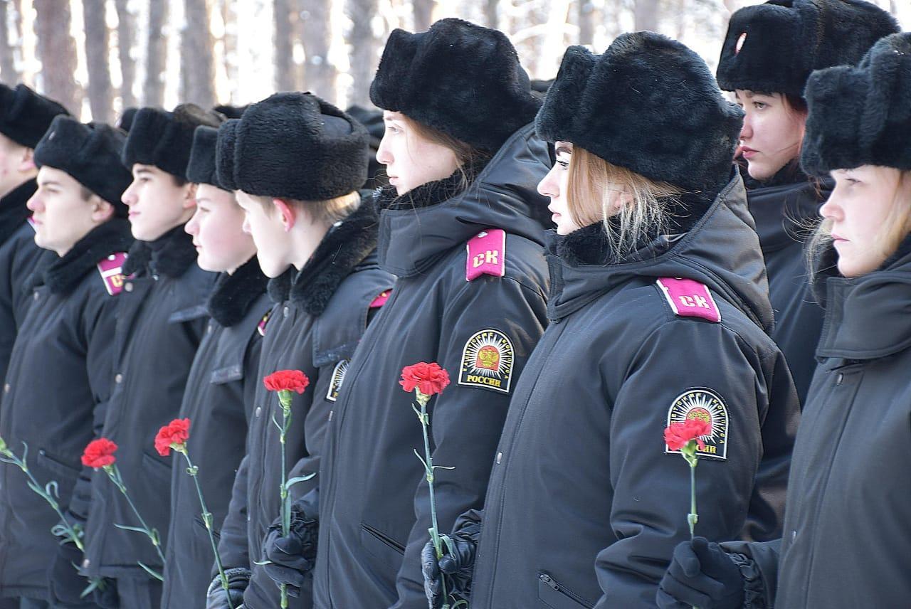 фото Памятник Двум неизвестным бойцам открыли в Новосибирске 3